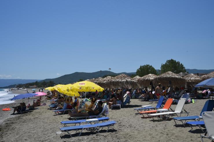 Επιστροφή στο... καλοκαίρι: Γέμισαν το Σάββατο οι παραλίες της Λάρισας (φωτορεπορτάζ)