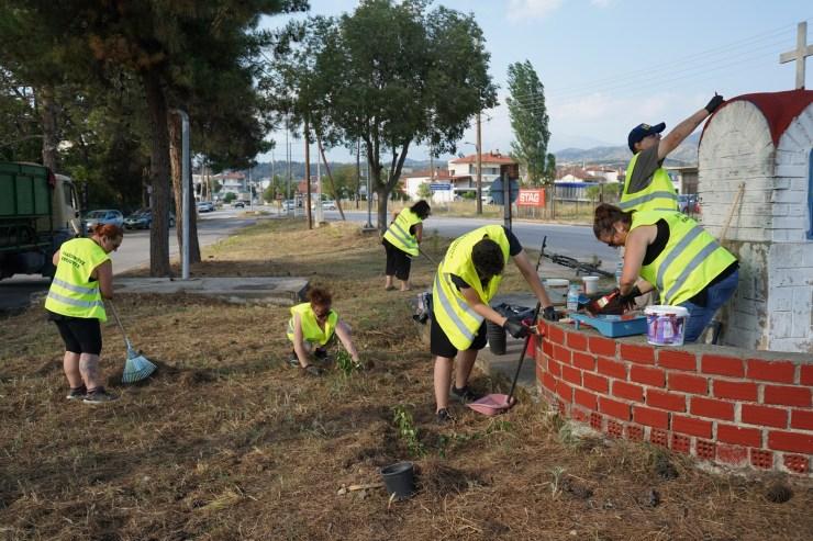 Ομάδες εθελοντών «ομόρφυναν» την Ελασσόνα