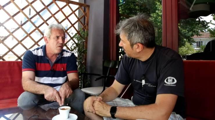 O αντιδήμαρχος Ελασσόνας κ. Γιάννης Δραγατσίκης (αριστερά) με τον συντάκτη του CNN Greece