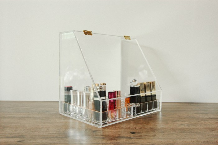Dust-proof Acrylic Cosmetics Organizer with Slanted Front Open