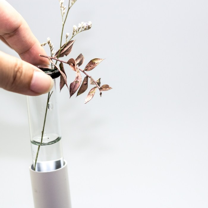 Stylish metal flower container clip
