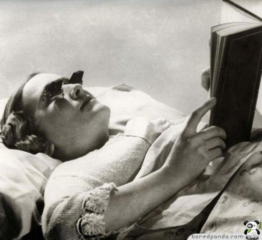 Briller for lesing på sengen