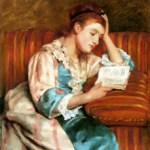Stue med sofa søker en leser
