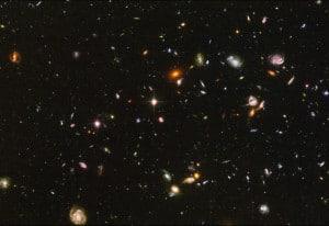 Imagen del espacio profundo desde el Hubble. Todas esas galaxias que ves tienen estrellas que siguen ahí, y muchas otras que han nacido pero aún no hemos visto.