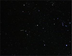 Una oriónida y la constelación de Orión