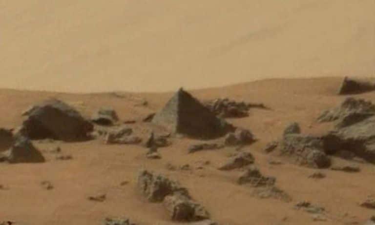 Curiosity capta una imagen de una «pirámide» en Marte
