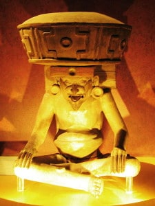 "Estatua de Huehueteotl, en el museo nacional de México.  Crédito: Usuario ""Rosemania"" de Wikipedia"