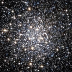 El centro del Cúmulo Globular Messier 10 es extraordinariamente rico en estrellas.