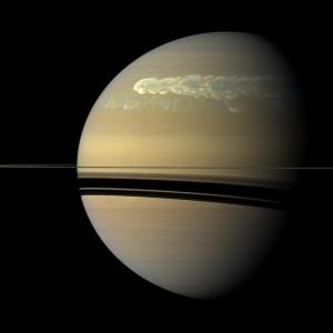 Una gigantesca tormenta recorre el planeta en 2.011. Crédito: NASA/JPL-Caltech/SSI