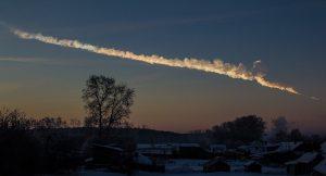 Esta fotografía muestra el rastro de humo, del recorrido del meteorito de Cheliábinsk al entrar en la atmósfera. Crédito: Alex Alishevskikh