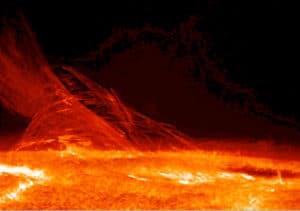 Esta imagen del Sol revela la naturaleza filamentaria del plasma que conecta dos regiones de polaridad magnética diferente. Crédito: Hinode JAXA/NASA