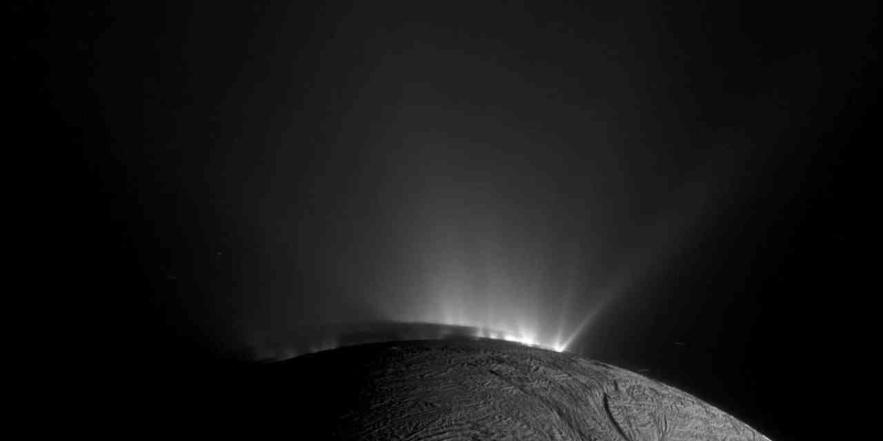 Un microbio podría sobrevivir en Encélado
