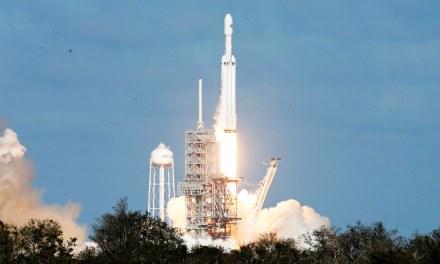 SpaceX hace historia con el Falcon Heavy