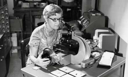 Vera Rubin, la mujer que nos descubrió la materia oscura