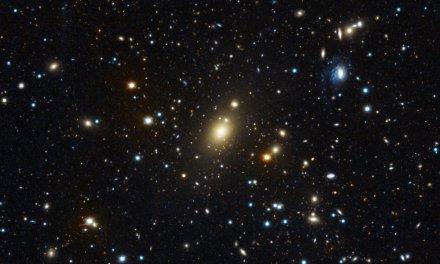 Holm 15A: un agujero negro supermasivo gigantesco