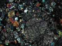 Een monster van de Desaguadero Meteoriet in gepolariseerd licht