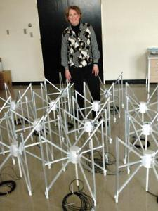 Mevr. Hewitt en een model van LARC