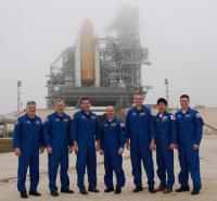 De bemanning van de Endeavour tijdens STS-123