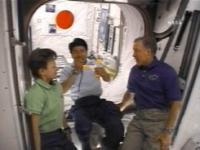 Astronaut Doi met de boemerang in z </p data-recalc-dims=