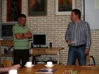 Alex Scholten (links) en Peter Boot, vice-voorzitter van Huygens (rechts)