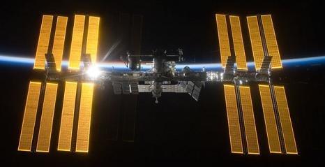 Het ISS met alle zonnepanelen
