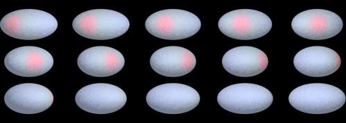 De donkerrode vlek op Haumea op verschillende momenten