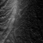 Tijgerstrepen en pluimen op Enceladus