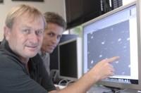 Richard Wainscoat (l.) en Marco Micheli met</p data-recalc-dims=