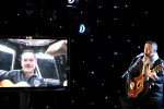 Astronaut Chris Hadfield zingt vanuit de ruimte 'I.S.S. (Is Somebody Singing)'