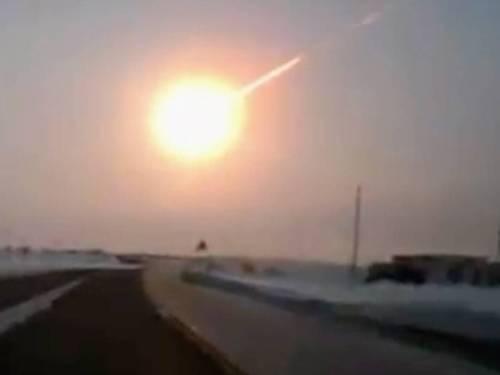De meteoriet die boven Tsjeljabinsk explodeerde