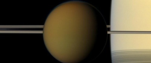 Titan en Saturnus