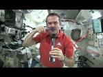 Hoe poets je je tanden in de ruimte?