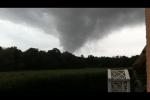 Spectaculaire bewakingsbeelden van zware tornado