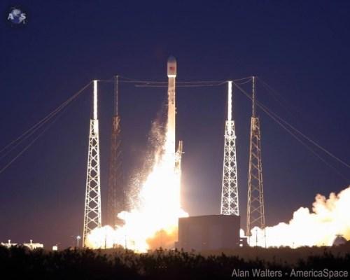 Falcon 9 en SES-8, credit: Alan Walters, America Space