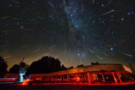 Radijant perzeida (2016.) snimljen ultra širokokutnim objektivom.