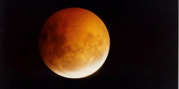 052-18A – Lunar Eclipse. 1.45am. 10 f5. 5 sec. 2-5