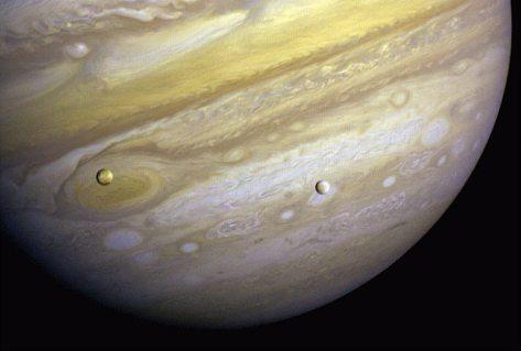Manchas y lunas de Júpiter