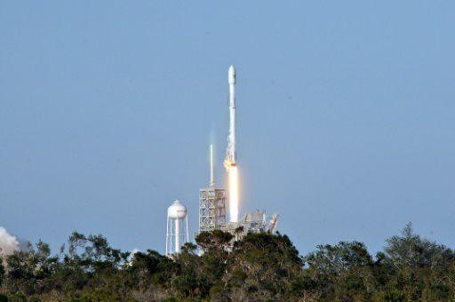 Уже этим летом SpaceX запустит ракету Falcon Heavy, а следующем отправит людей к Луне