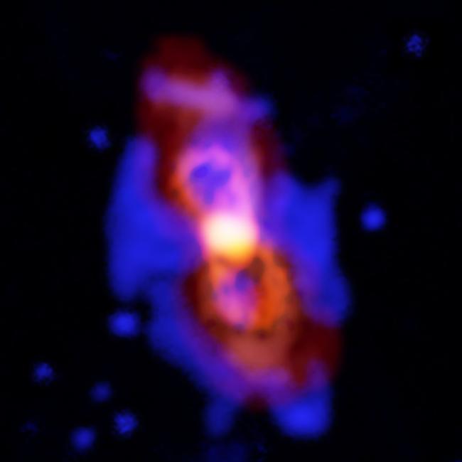 Citra CK Vul, tabrakan dua bintang yang menghasilkan bintang baru. Para astronom menemukan molekul radioaktif pada sisa tabrakan ini. Kredit: ALMA (ESO/NAOJ/NRAO), T. Kamiński & M. Hajduk; Gemini, NOAO/AURA/NSF; NRAO/AUI/NSF, B. Saxton
