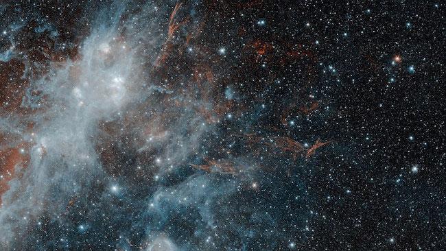 Sisa Supernova HBH 3 yang jadi area kelahiran bintang- bintang baru. Kredit: NASA