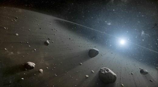 Vega çevresinde Güneş Sistemi'ndeki asteroit ve Kuiper Kuşağı'na benzeyen iki enkaz diski olduğu belirlendi. (NASA/JPL-Caltech)