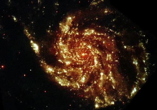 XMM-Newton Teleskopu ile morötesi ışık altında elde edilmiş M101 görüntüsü. (ESA/XMM & R. Willatt)