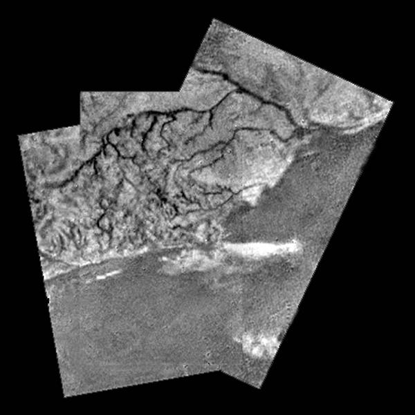 Huygens view of high ridge area with flow down into a major river channel