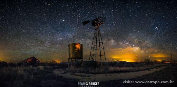 Chuva de meteoros Lirídeas sobre Tucson, Arizona, EUA - 2015. Crédito: Sean Parker.