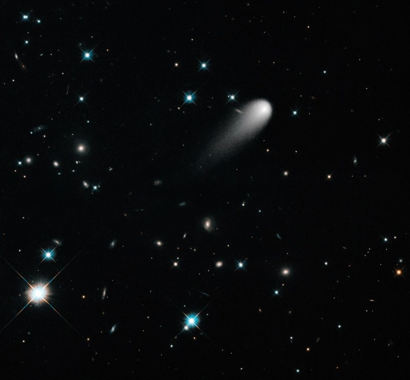 https://upload.wikimedia.org/wikipedia/commons/d/d9/A_Unique_Hubble_View_of_Comet_ISON.jpg
