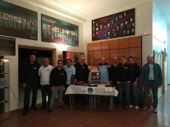 El equipo de voluntarios de Sirio, tras la última sesión del año de observaciones en Principia.