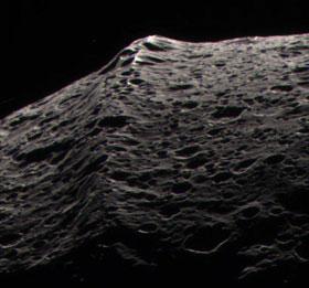 Cresta que rodea toda la superficie de Japeto