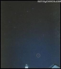 Fotografía del cielo nocturno con un intervalo de 1 hora 1/2