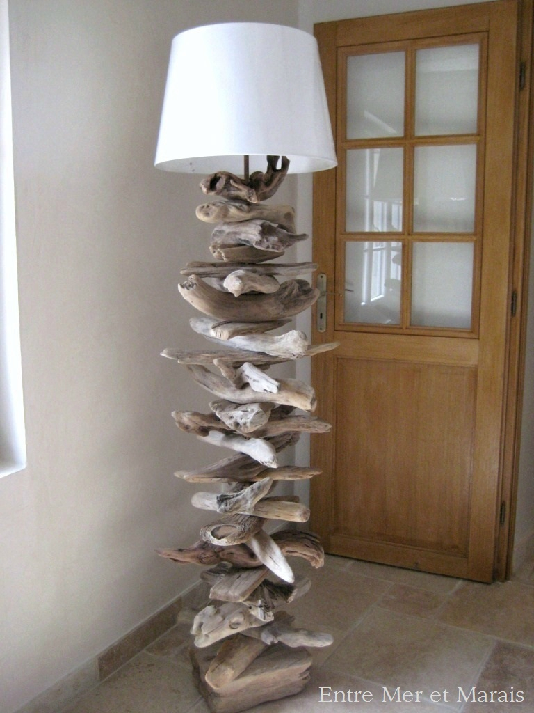10 Modles de lampadaire cres avec du bois flott  Astuces Bricolage