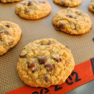 Oatmeal Raisinet Chip Cookies